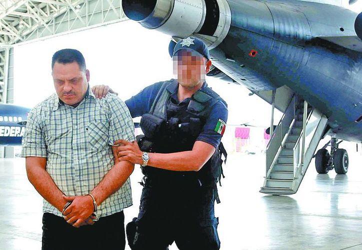 El presunto narcotraficante, a su arribo a la Ciudad de México. (Milenio)