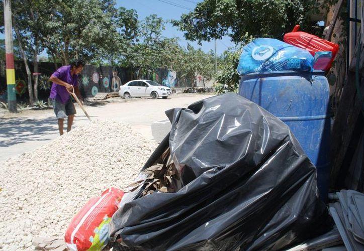 Habitantes de la zona sur de la colonia Ejidal reclaman la regularización de la recoja de basura. (Octavio Martínez/SIPSE)