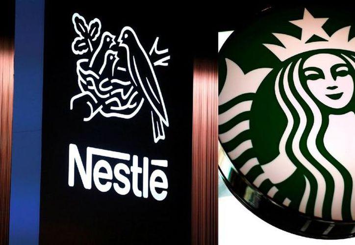 Starbucks espera devolver aproximadamente 20 mil millones de dólares en efectivo a los accionistas en recompras de acciones y dividendos hasta 2020. (Contexto/Internet)