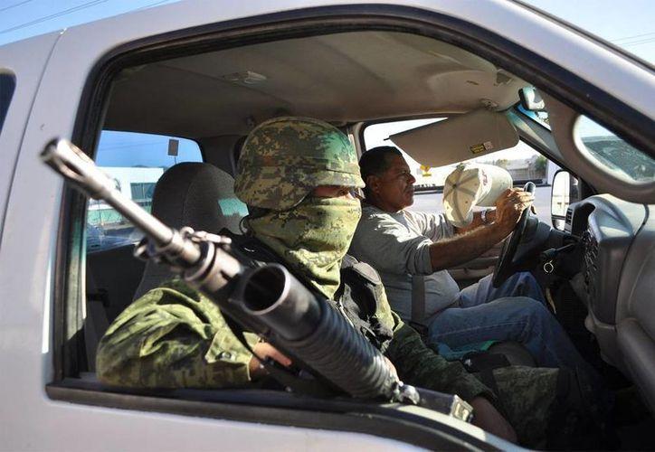 De acuerdo con el gobernador de Coahuila, Rubén Moreira, la violencia está desapareciendo del Estado, gracias al apoyo de las Fuerzas Armadas. Imagen de un elemento de un grupo especial del Ejército, en Michoacán. (Imagen de contexto/NTX)