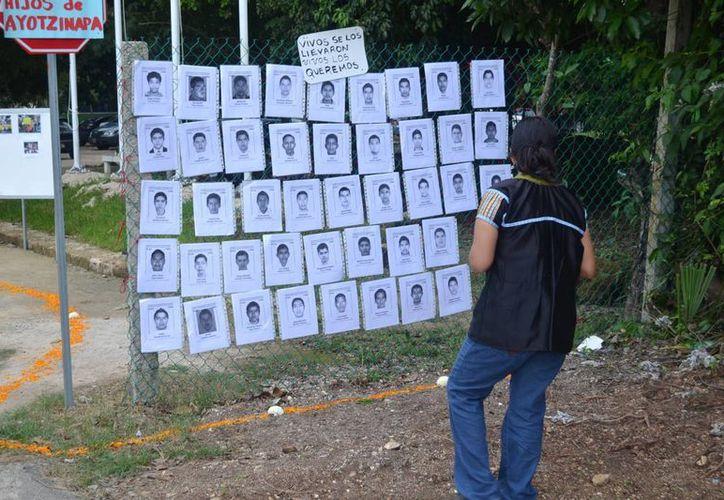 Apoyan a los familiares y amigos de los 43 normalistas desaparecidos. (Harold Alcocer/SIPSE)