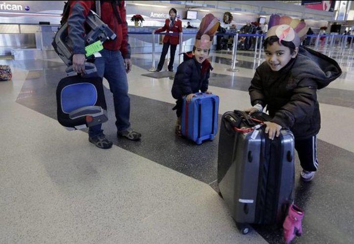 De centavo en centavo olvidado por los pasajeros de las aerolíneas, la TSA junta varios miles de dólares. Entre 2012 y lo que va de este año reunió más de medio millón de dólares. (Agencias)