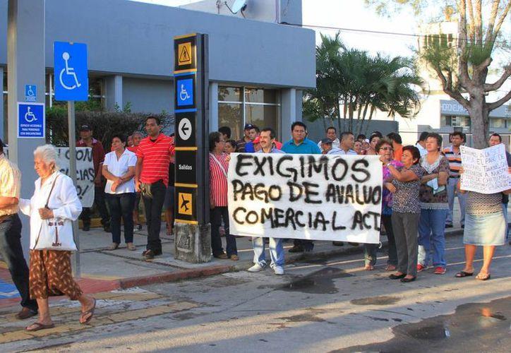 Los ejidatarios planean estar en el aeropuerto, hasta que autoridades federales les den una solución. (Ángel Castilla/SIPSE)