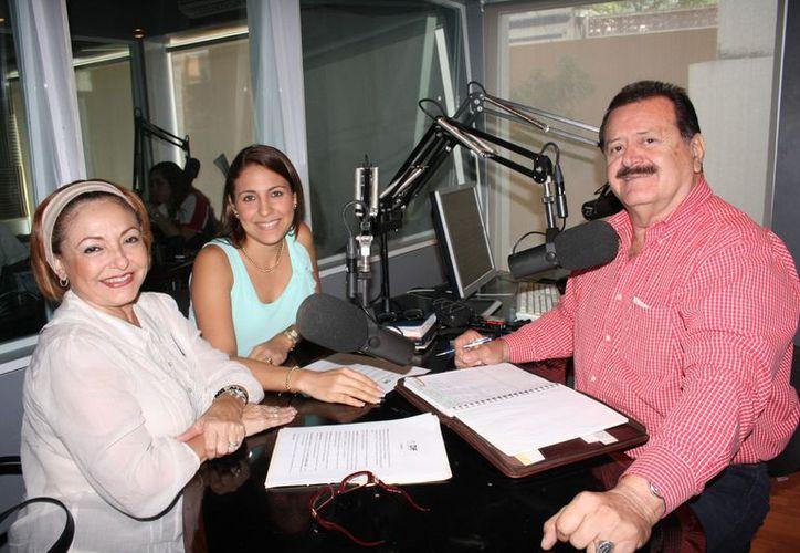 Erika Janssen, Diana Castillo y el conductor Jorge Barrera. (Theany Ruz/SIPSE)