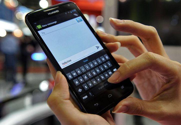 Un nuevo bar en Inglaterra bloquea la señal de los teléfonos celulares y promueve la convivencia. (Imagen de contexto/elandroidelibre.com)