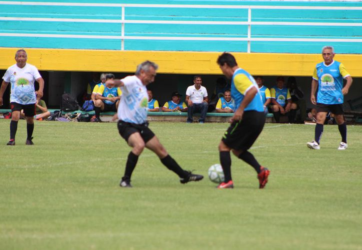 El primer tiempo transcurrió con el marcador intacto , aunque los dos equipos se brindaron a la ofensiva y propiciaron un atractivo enfrentamiento (Miguel Maldonado/SIPSE)