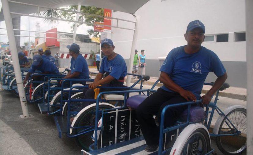 Los integrantes de Unión de Tricicleros, Tricitaxis y Conexos trabajan hasta 12 horas para tener un buen ingreso.  (Octavio Martínez/SIPSE)