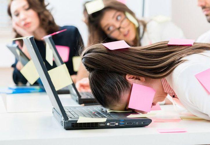 Algunas manifestaciones del estrés son ansiedad, dejar de comer, aumento en el consumo de alcohol y tabaco, arranques de ira y aislamiento social. (Foto: Contexto)