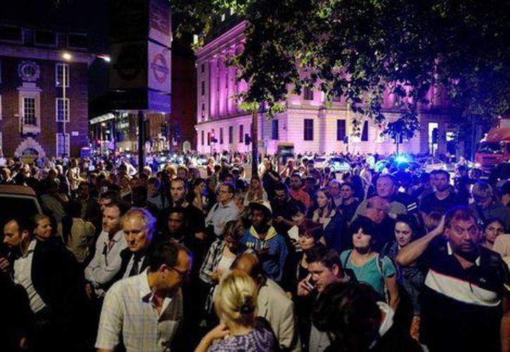 La policía británica evacuó la estación de tren Euston de Londres tras una pequeña explosión. (Reuters).