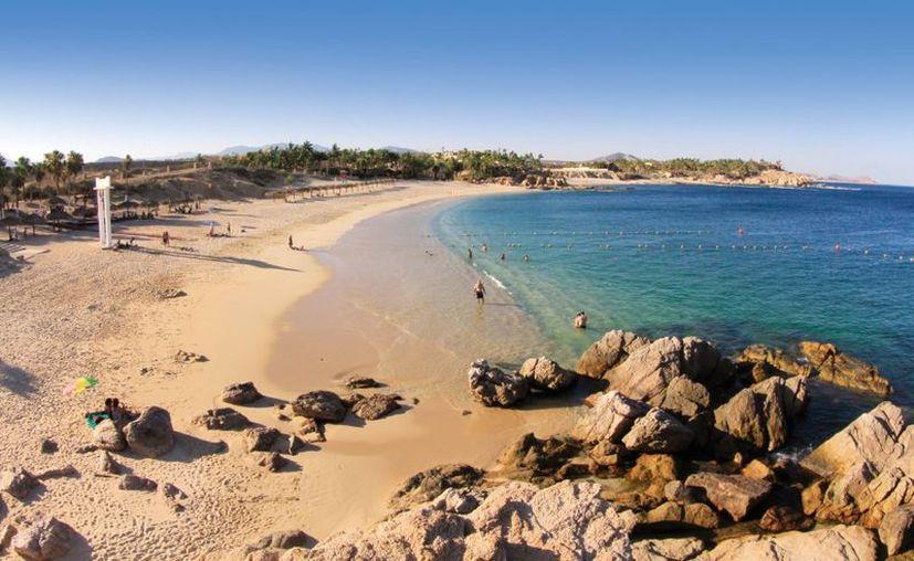 La playa fue acordonada y evacuada por la Procuraduría General de Justicia de Baja California Sur. (BCS Noticias)