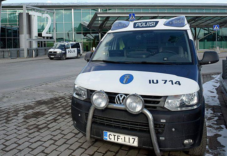 Un automóvil embiste a un gran número de personas en Finlandia; hay varios heridos y un muerto. (Heikki Saukkomaa/Reuter).