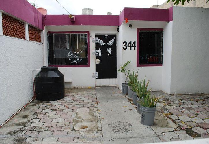 Las casas de masajes que se dedican a la prostitución, operan en las Regiones 92, 93 y 94. (Tomás Álvarez/SIPSE)