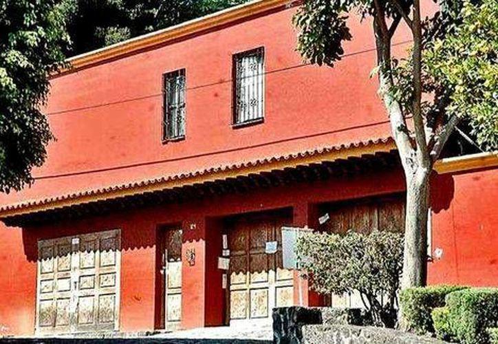 Fachada del inmueble que perteneció a Arturo Beltrán Leyva, abatido en 2009 por la Marina, y que Hacienda ha puesto a la venta. (David Monroy/Milenio)