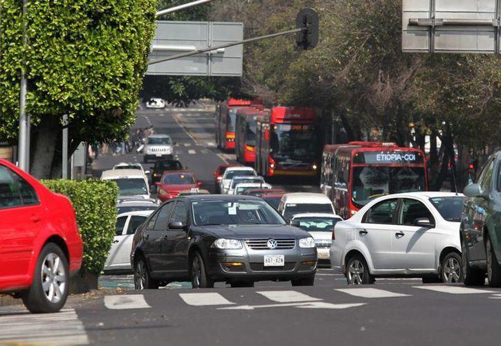 El subsidio total al pago de la tenencia en la Ciudad de México aplicará para vehículos cuyo valor no rebase los 250 mil pesos. (Archivo/Notimex)