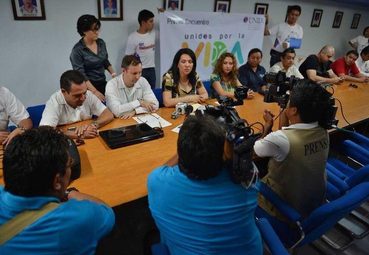 Conferencia de prensa donde se presentó el proyecto desarrollado por universitarios. (Gustavo Villegas/SIPSE)