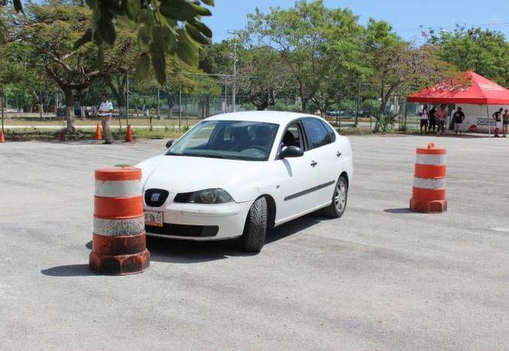 Los aspirantes al curso deben llevar su vehículo. (Eric Galindo/SIPSE)