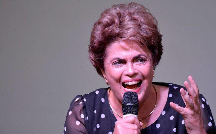 Dilma Rousseff cobra una pensión del Estado desde el día en que fue destituída por el Senado brasileño. (EFE/Archivo)