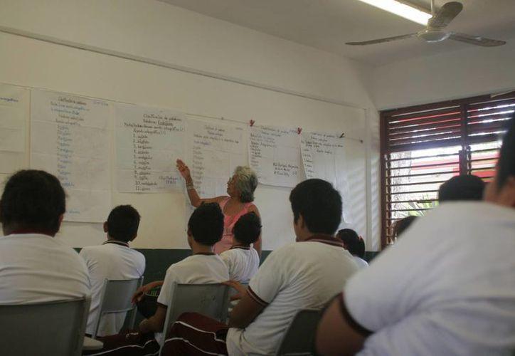 La nómina magisterial de Quintana Roo registra a 23 mil 587 docentes, de los cuales, únicamente 11 mil 190 se encuentran frente a grupo. (Harold Alcocer/SIPSE)