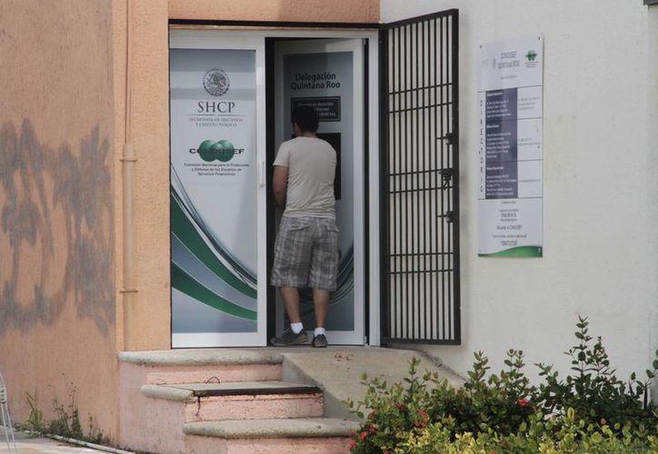 Los usuarios deben poner una queja para poder sancionar a las instituciones bancarias. (Israel Leal/SIPSE)