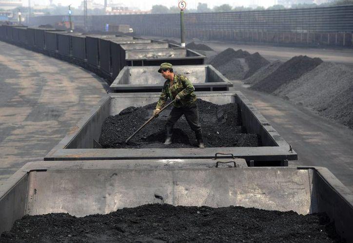 Las emisiones de dióxido de carbono en China aumentaron un 4.2 por ciento en los últimos meses, solo por detrás de India. (AP)