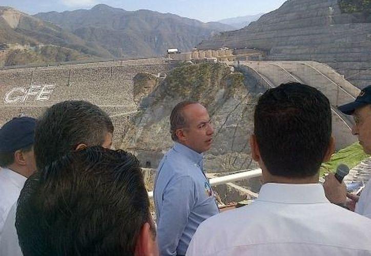 El jefe del Ejecutivo compartió en Twitter la inauguración de la importante obra de infraestructura hidroeléctrica. (Milenio)