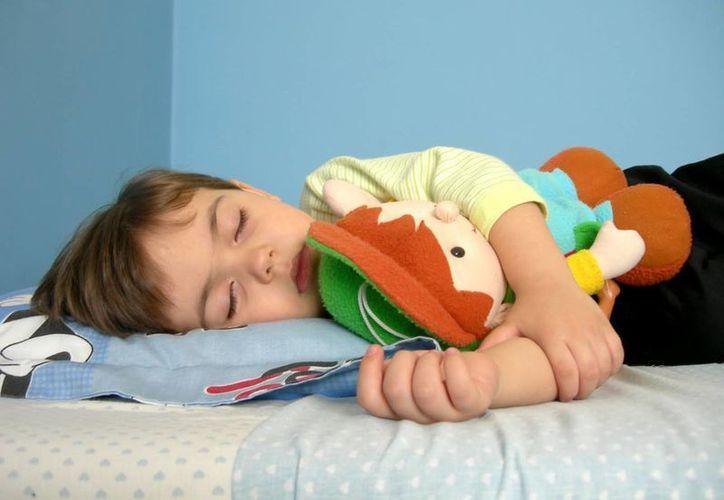 Niños de familias humildes suelen presentar problemas al dormir. (billowy.es)