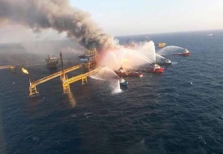 Tras la explosión e incendio en la plataforma Abkatun Alfa de Pemex, la STPS brindó asesoría a víctimas y familiares. (SIPSE)