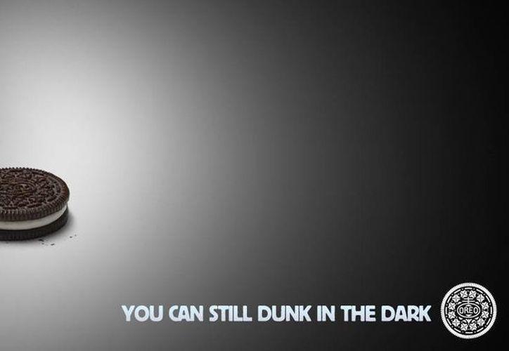 """""""Sopear en la oscuridad"""" es uno de los anuncios más memorables del Super Bowl y respondió a un impulso de Oreo en redes sociales que se volvió viral. (Agencias)"""