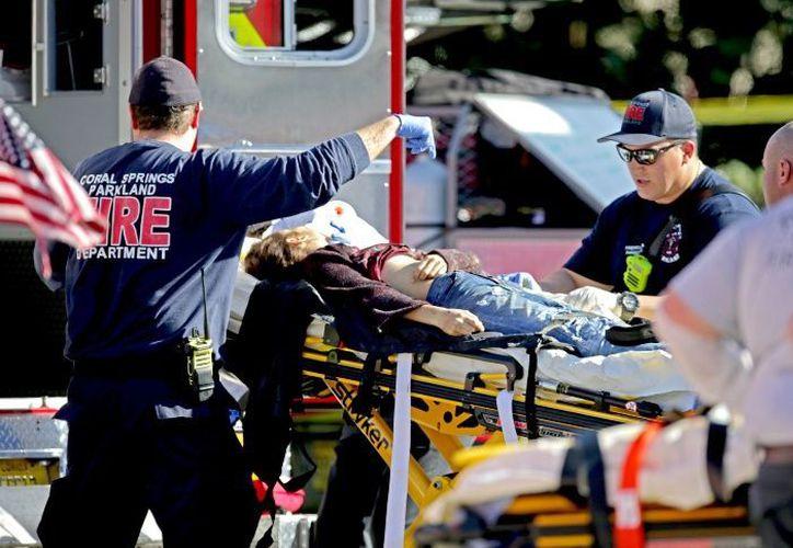 Varios estudiantes fueron trasladados de emergencia al hospital, tras el tiroteo en Florida. (Foto: Xinhua)