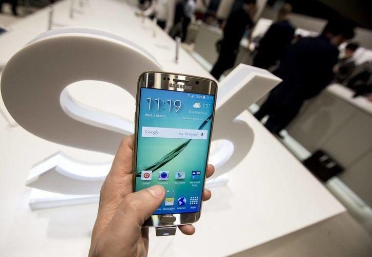 Además del congelamiento en sus precios, la multinacional electrónica Samsung informó que su nuevo modelo, el Galaxy S6 entrará a los mercados de México el 4 de septiembre. (Archivo Notimex)