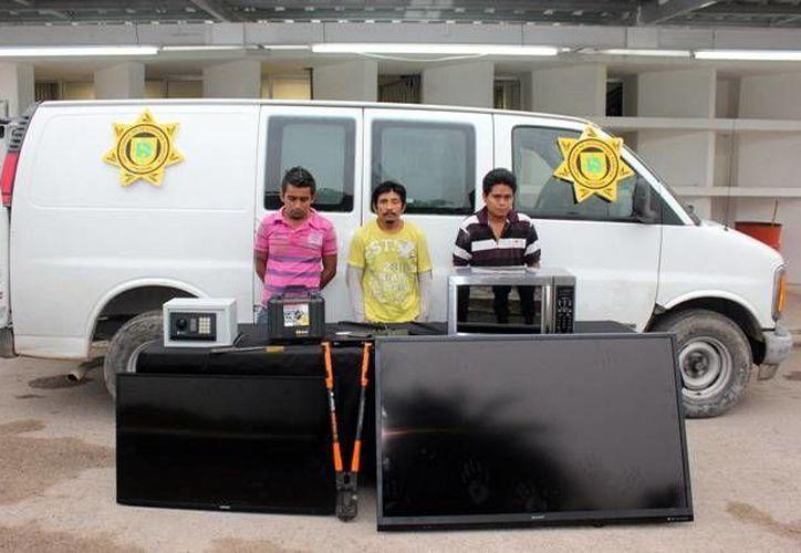 Los hombres que integraban la banda de ladrones de casas. (SIPSE)