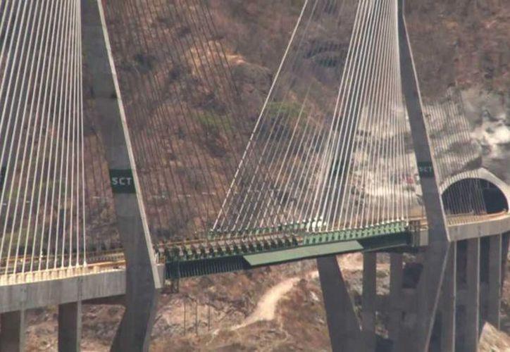 La empresa Tradeco construyó el Puente Baluarte, ubicado en la Sierra Madre Occidental, en la autopista Mazatlán-Durango. (YouTube)