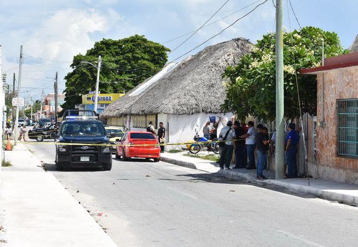 """El asesinato ocurrió a las afueras del restaurante de la víctima, """"Ina Beach"""", en Chicxulub Puerto. (Gerardo Keb/ Milenio Novedades)"""