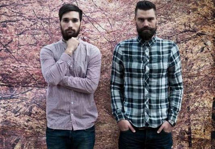 Los hipster se caracterizan por una estética de pantalones vaqueros ceñidos, camisas de franela y barbas. (urban360.com.mx)