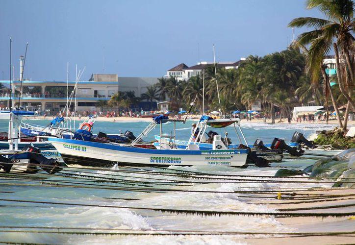 Los prestadores de servicios turísticos pusieron a salvo alrededor de 50 botes en la zona costera. (Octavio Martínez/SIPSE)