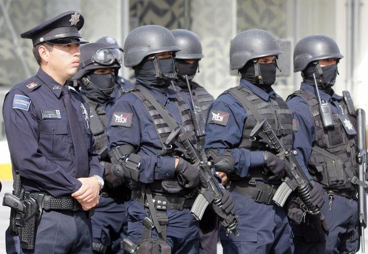 Los policías podrían portar en todo momento una cámara con la que puedan obtener información en tiempo real de cualquier persona en su campo de visión. (Archivo/Notimex)