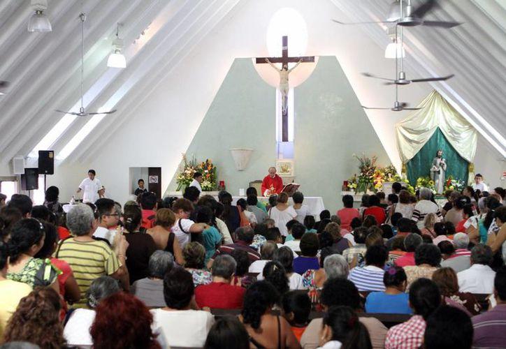 Los devotos de San Judas Tadeo colmaron la iglesia en la colonia Díaz Ordaz. (Milenio Novedades)