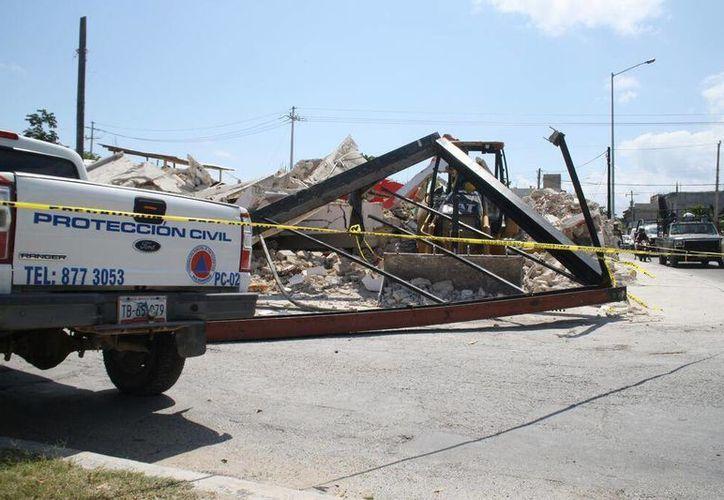 La construcción se ubicaba en la Avenida 28 de julio con Bulevar Playa del Carmen. (Octavio Martínez/SIPSE)