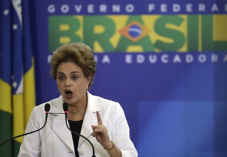 La presidenta Dilma Rousseff realizará hoy un pronunciamiento, en su primera reacción a la derrota en la votación a favor del avance del proceso de juicio político en su contra. (Archivo/EFE)
