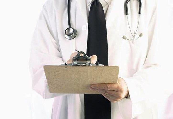 Los médicos se dieron cuenta de que el paciente era mujer al descubrir que la causa de la hinchazón era un gran quiste en un ovario. (drmurrieta.com)