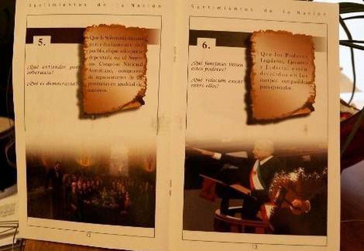 Imagen del libro donde figura Andrés Manuel López Obrador con la banda presidencial. (Foto: David Monroy/Milenio)