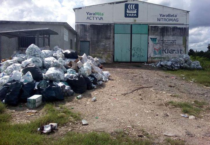 No se cuenta con lugares especiales para depositar los peligrosos recipientes. (Carlos Castillo/SIPSE)
