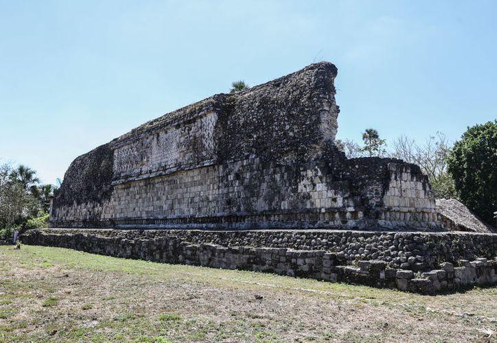 El Gobernador y su comitiva visitaron la zona arqueológica de Kulubá. (Foto: Milenio Novedades)
