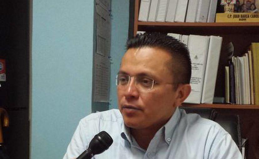 El regidor panista Juan Barea Canul critica la estrategia que han adoptado sus colegas del PRI para atacar al Ayuntamiento de Mérida. (SIPSE)
