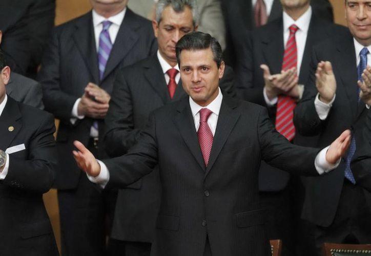 El presidente Enrique Peña Nieto, encabezó la ceremonia del 96 aniversario de la promulgación de la Constitución, en el Teatro de la República en Querétaro. (Notimex)