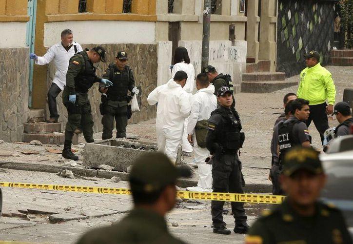 La explosión se produjo por conducto de un artefacto que fue situado en una alcantarilla, cerca de las inmediaciones de la Plaza de Toros.(Ricardo Mazalan/AP)