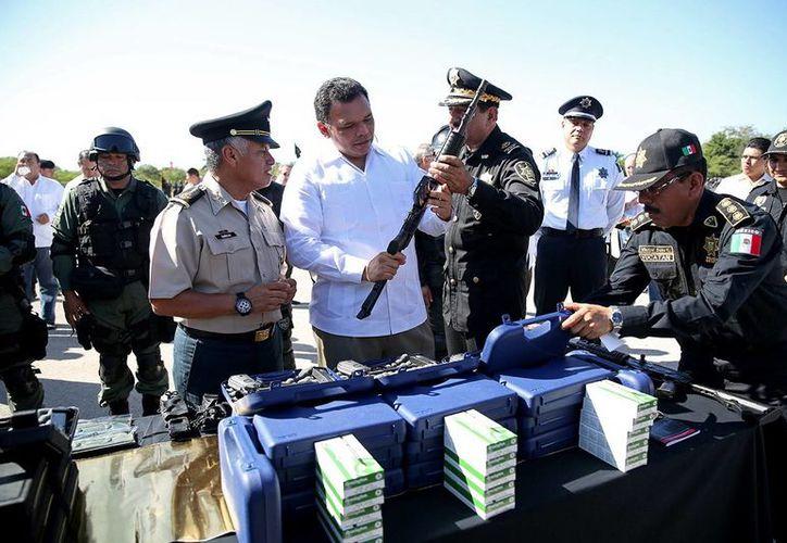 El Gobernador entregó armas y equipo táctico y técnico a personal de la Secretaría de Seguridad Pública. (Milenio Novedades)