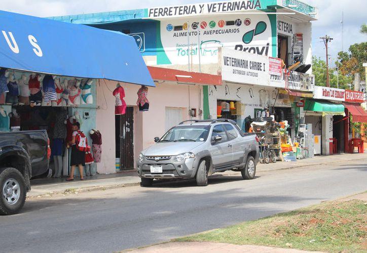 En el municipio de Felipe Carrillo Puerto existen 35 comercios grandes, contabilizando sus sucursales. (José Chi/SIPSE)