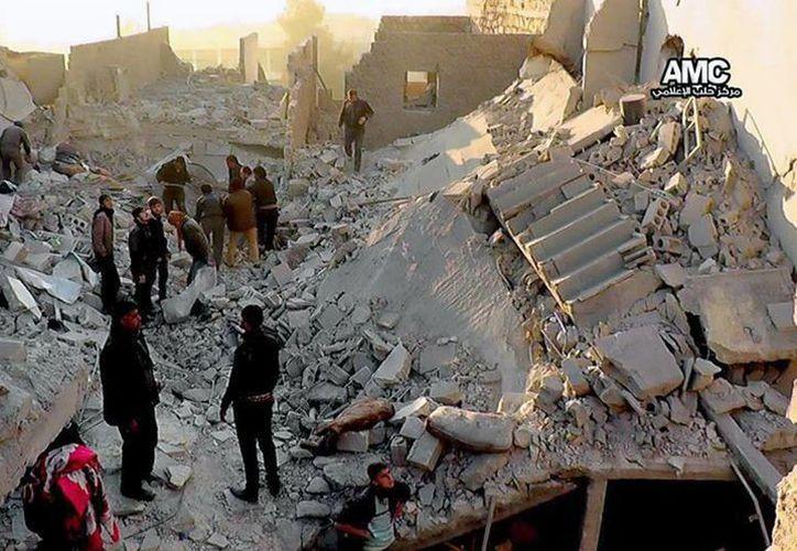 Gráfica que muestra una zona de Alepo, Siria, tras un bombardeo efectuado este lunes. (Agencias)