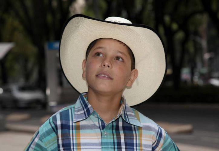 """Luis Enrique González, de 13 años de edad, conocido como """"El Gallo de Jalisco"""", promocionando su primer álbum de música ranchera. (Agencias)"""